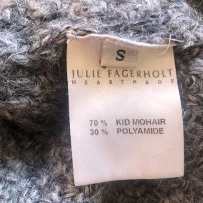 Sælger min dejlige vintersweater fra heartmade  NP: 2600 BYD