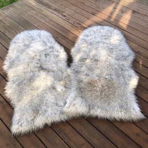 Fine fake fur skind. De måler 110x60