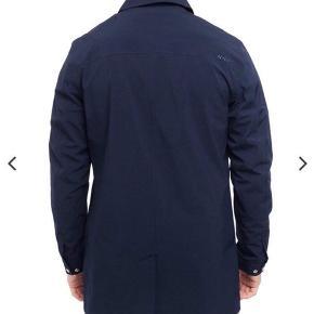 Lækker jakke fra NN07  Perfekt til efterår og forår  Regnjakke og vindjakke i en.   Nypris 2200kr