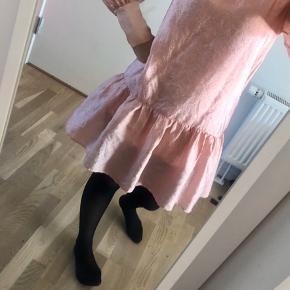 Smuk kjole fra Magasin, aldrig brugt. Byd   #trendsalesfund