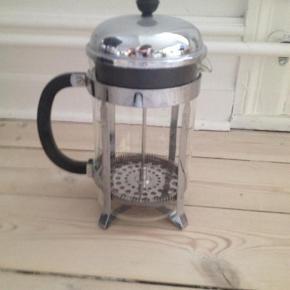 Varetype: Andet Størrelse: Kaffebrygger til 8 kopper kun afhentning Farve: MULTI Prisen angivet er inklusiv forsendelse.  Bodum kaffebrygger 8 kopper