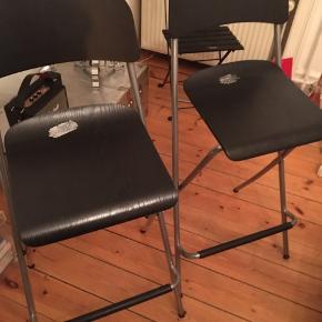 2 stk barstole (kan klappes sammen) Sort Sælges samlet til 350kr