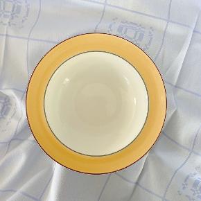 Retro kløverblad dybe tallerkner - prisen er pr. Stk.  diameter 19,5 cm.