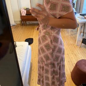 Jeg har aldrig brugt kjolen, så den er helt som ny