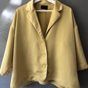 Lækker skjorte fra Stella Nova  Brugt en gang