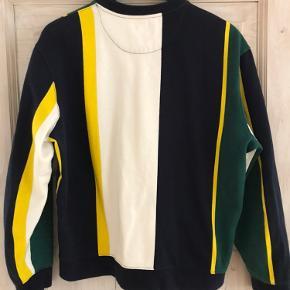 Sweatshirt fra Topman, brugt men i god stand.