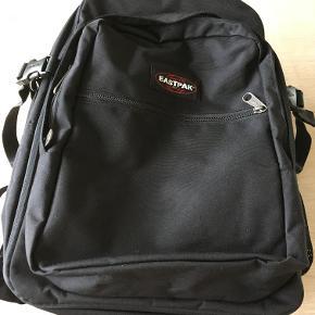 Sort rygsæk fra Eastpak med plads til computer. Som ny/kun brugt få gange.  Hank fjernet (se billede 3)