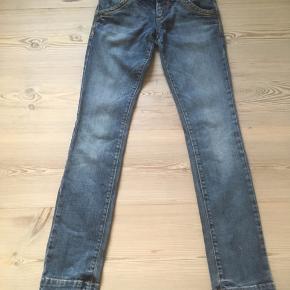 Mærke: Miss Sixty Style: Binky Størrelse: 25 Farve: blå Materiale: 98% cotton, 2% elastan Stand: næsten som nye  Sælges kr. 99
