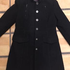 Flot frakke i fra H&M. Svarer til M. Sælges fordi jeg for mange frakker.