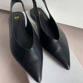 Fine H&M slingbacks i imiteret læder i str 37. Brugt en enkel gang   Ved TS handel betaler køber gebyrerne