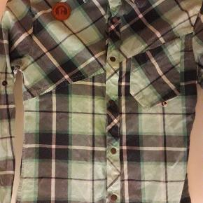 Skjorte str. Small. Min søn har brugt den da han var en str. 152.  Brugt maks 5 gange.  God, kraftig kvalitet.