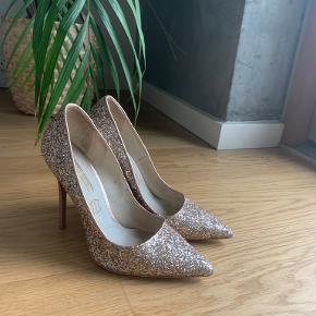BUFFALO heels