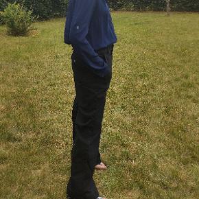 Løse jeans i style Augusta flare jeans. Størrelsen hedder 31. Længden er 107 cm., og taljen er 41 cm. gange 2.  98 % bomuld og 2 % elastane.