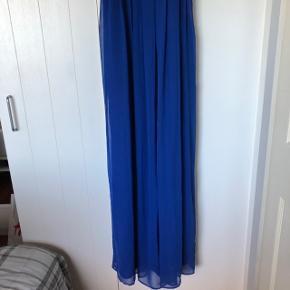 Sælger denne smukke marineblå gallakjole