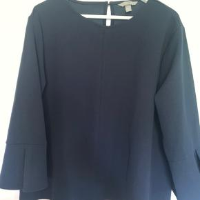 Str. XL Afhentes i Rødovre eller sendes med dao.   Se også mine andre annoncer med mærkevare til både herre og damer.   Søgeord:  Skjorte  T-shirt  Sweatshirt  Sweater  Jumper Blå Blue H og M HM