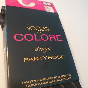 Strømpebukser fra Vogue, str xl, sort med grå mønster/striber. Aldrig pakket ud. Sælges for 30kr.  Afhentes i Nørresundby eller sendes med DAO for 37kr.