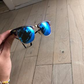 Wayfarer briller med super fede blå glas. Sælges billigt pga. flytning.