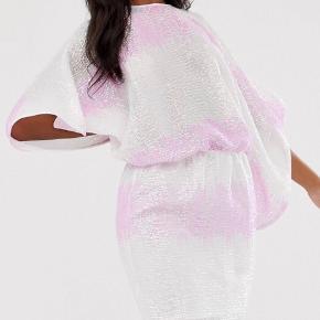 Smuk paliet kjole købt til 625kr på ASOS.