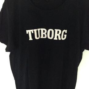 Super fin T-shirts, kan også bruges som gave ide  Brystvidden 56 cm for + bag 112 cm  Længden 74 cm  På ærmet står der DRIK MED RESPEKT  100 % Cotten