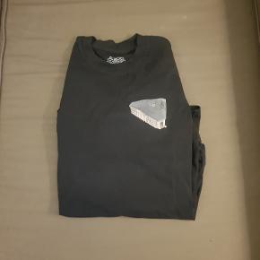 Sælger denne PALACE langærmet T-Shirt.  Ingen brugsmærker.