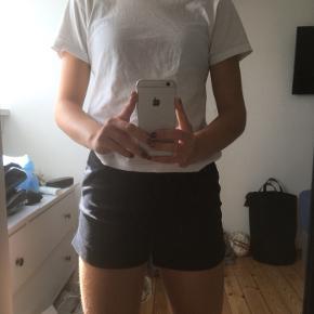 Fine shorts med et pænt fit fra H&M. Kun brugt få gange☺️