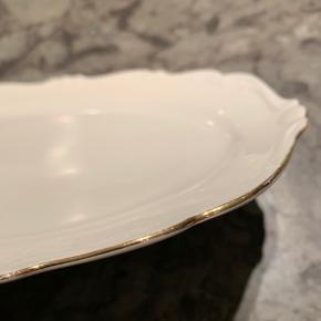 Lille fad med guld kant - 29,5 cm langt