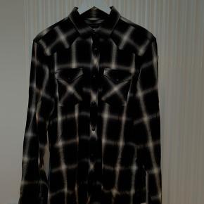 Viscose skjorte med snap knapper. Minder meget om Saint Laurents populære western skjorter