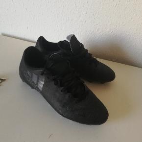 Adidas fodboldstøvler str 40