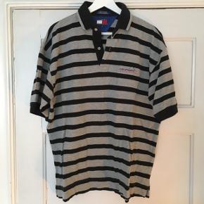 Vintae Tommy Hilfiger polo t-shirt sælges.