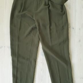 grønne jakkesbukser med bælte