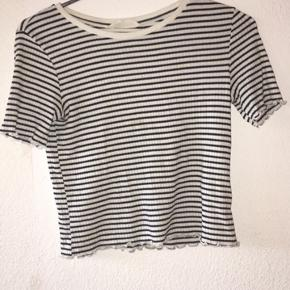 Sælger denne t-shirt/top fra H&M.  T-shirten er købt for 2 år siden.  Np husker jeg ikke:)