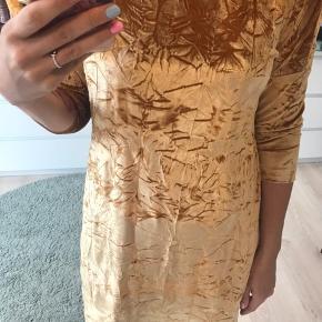 Velour guld tunika/kjole/bluse fra zara, mega fin til bukser eller som mini kjole ☺️