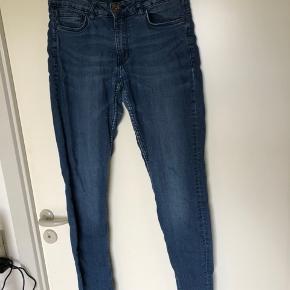 ⭐️behagelige jeans; bløde og stretchy ⭐️giver en udemærket booty 👌🏼