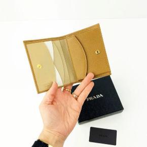 Prada pung i rigtig pæn stand, skriv for flere billeder.