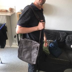 Mørkebrun Adax taske.  Har et maskulint look.  Ubrugt .