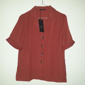 Smukkeste trøje fra ONLY, aldrig brugt, og sælges da den er et fejlkøb.