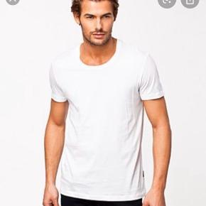 Flot klassisk t-shirt i blød bomulds kvalitet.   Np 450kr  Fast pris 250 esksl Porto