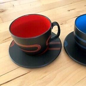 3 stor, røde og sorte kopper fra IKEA med underkopper til. Kopperne er store og perfekte til en kop the eller kaffe ☕️  25 kr pr stk, eller 60 kr for alle tre.