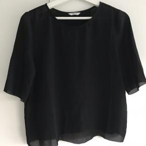 Åben ryg Lettere gennemsigtig - se sidste billede Tages ikke flere billeder Pris fast inkluderet fragt med dao Trøjen er sort 👍🏼