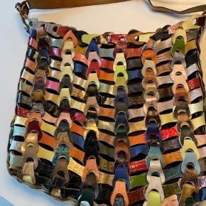 Flot multifarvet lædertaske fra Octopus