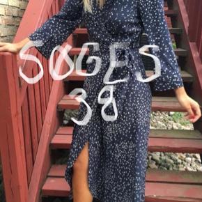 Søger denne kjole i en størrelse 38/M.