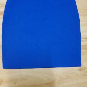 Lille nederdel i str 34-36.  Fejler intet