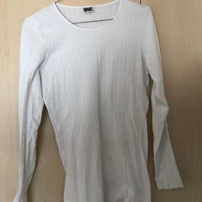 ec2614e3f8a 1. Hvid bluse fra Nørgaard på Strøget med ekstra længde. 50kr + fragt fra  DAO