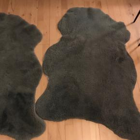 Lækre bløde grå pels tæpper. 145 længde 85 bredde