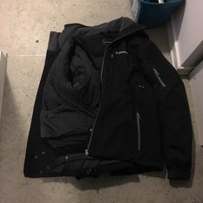 HejHar denne dejlige jakke jeg vil sælge da jeg ikke kan passe den, den er rigtig fin og dejlig at have på.