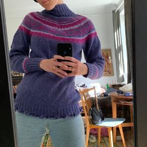 SOLGT! Retro sweater i lilla💫  💜svarer ca. til en str. small 💜Dejlig blød 💜Få brugstegn: en smule fnuller, se billede 4
