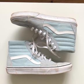 Et par fine lyseblå vans sneakers! De er ikke brugt super mange gange, men er en smule beskidte :) Str 40 og måler 25,5 cm