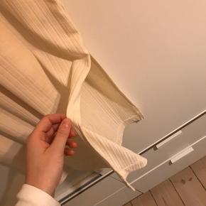 Fin oversize kjole i creme m. slids i begge sidder - i ribbed stof (se billede 3)