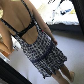 Brandy melville kjole med bar ryg. Str Small. Brugt, men er stadig i flot stand, ingen tegn på brug. Købt i Barcelona