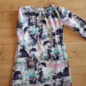 Varetype: Kjole Farve: Ukendt  Molo kjole (Wild Horses) Str. 146/152 Flot i farven Ingen pletter